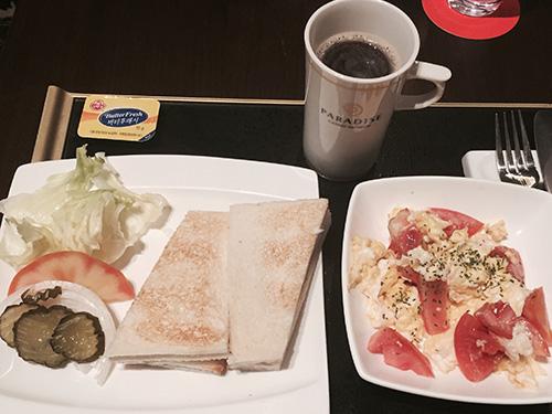 パラダイスカジノ仁川 バー ハムとチーズのサンドイッチ 卵とトマトのスクランブル エスプレッソ